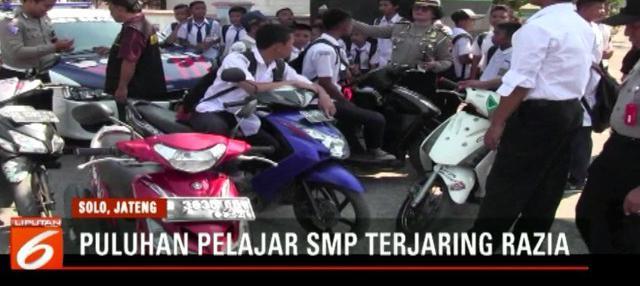 Ada yang tersenyum kecut, namun ada pula yang menangis, setelah sepeda motornya disita polisi.