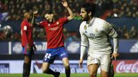 Isco Alarcon mencetak gol kedua Real Madrid dalam laga menghadapi Osasuna pada pekan ke-22 La Liga (11/2/2017). (Reuters/Susana Vera)