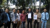 Tim kuasa hukum Parman, korban penipuan oknum polisi di Palembang (Liputan6.com / Nefri Inge)