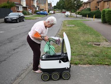 FOTO: Robot Pengantar Belanjaan Beroperasi di Inggris