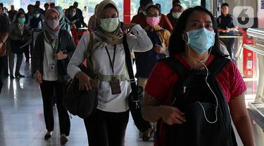 Virus Corona Masuk Indonesia, Warga di Jakarta Beraktivitas Pakai Masker