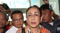 Budayawati Sukmawati Soekarnoputri berjalan memasuki kantor Majelis Ulama Indonesia (MUI) di Jakarta, Kamis (5/4). Kedatangan Sukmawati untuk mengklarifikasi atas puisi kontroversial yang dibacakannya beberapa waktu lalu. (Liputan6.com/Angga Yuniar)