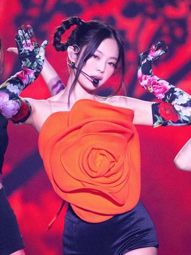 4 Potret Cantik Jennie di Konser The Show BLACKPINK yang Mencuri Perhatian - News & Entertainment Fimela.com