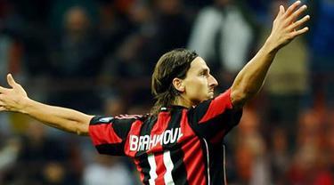 Zlatan Ibrahimovic mencetak satu-satunya gol kemenangan AC Milan saat menjamu Genoa dalam laga Serie A di San Siro, Milan, 25 September 2010. AFP PHOTO/VINCENZO PINTO