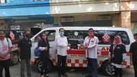 Brabus Indonesia mendonasikan 2 ambulan kepada relawan Solmet. (Istimewa)