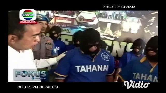 Satuan Resnarkoba Polres Pasuruan meringkus dua oknum wartawan yang diduga kuat masuk dalam jaringan pengedar sabu-sabu di wilayah hukum Polres Pasuruan. Kini kasus yang menjerat kedua oknum dari media mingguan ini, terus dikembangkan.