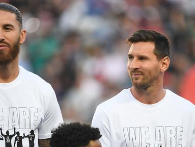 Sergio Ramos merupakan rival sengit Messi di Liga Spanyol yang saat ini berubah menjadi partner satu tim. Mereka didatangkan menuju Paris Saint-Germain pada bursa transfer musim panas ini. Ramos juga sempat bermain dengan Cristiano Ronaldo ketika membela Real Madrid. (Foto: AFP/Bertrand Guay)