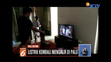 Warga Palu, Sulawesi Tengah, kini sudah bisa merasakan aliran listrik usai seminggu terputus akibat bencana. Sejumlah pasar tradisional pun kembali buka.