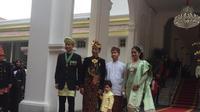 Jokowi, AHY dan Jan Ethes Berfoto Bersama Sebelum Upacara HUT ke-74 RI (Liputan6/Lizsa Egeham)