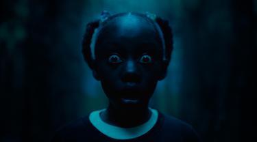 Madison Curry dalam sebuah adegan film 'Us'. Ini merupakan film terbaru Universal Pictures bergenre horor psikologi sekaligus thriller. (Universal Pictures via AP)