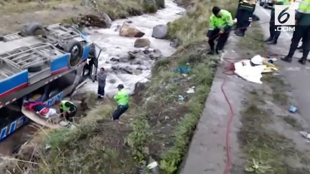 Kecelakaan melibatkan sebuah bus berpenumpang terjadi di Peru. Akibatnya 10 orang tewas dan 30 lainnya luka-luka.