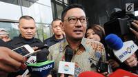 Mantan anggota DPR periode 2009-2014, Abdul Malik Haramain saat ditanya wartawan usai menjalani pemeriksaan oleh penyidik di gedung KPK, Jakarta, Senin (9/7). Politisi PKB ini diperiksa sebagai saksi untuk tersangka Markus Nari. (Merdeka.com/Dwi Narwoko)
