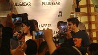 Marc Marquez menyapa penggemar di gerai Pull and Bear Senayan City, Jakarta, Selasa (30/10/2018). (Bola.com/Wiwig Prayugi)