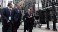 Wapres Jusuf Kalla berjalan kaki menuju markas Perserikatan Bangsa-bangsa (PBB) di New York, Amerika Serikat (AS), Senin (18/09). Wapres Jusuf Kalla akan memimpin delegasi Indonesia dalam sidang majelis umum Badan PBB ke-72.(Liputan6.com/Tim Media Wapres)