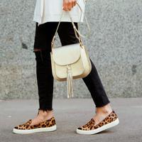 Black denim/jeans hitam. (Foto: shutterstock.com By Sabelnikova Olga)