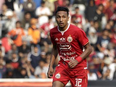 Rohit adalah pemain yang memiliki kontribusi besar bagi Persija di kompetisi Shopee Liga 1. Gelandang berusia 28 tahun ini menjadi nyawa lini tengah Persija dengan kemampuannya melepaskan umpan-umpan akurat dan mengembangkan permainan. (Bola.com/Yoppy Renato)