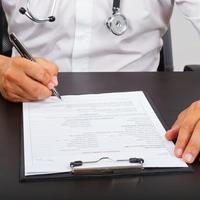 Suatu Saat Bisa Saja Rekam Medik Harus Dibuka Saat Pasien Bermasalah Sehingga Tulisan Tangan Dokter Tidak Boleh Mirip Cakar Ayam (Ilustrasi/iStockphoto)