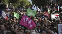 Protes masyarakat Prancis terhadap undang-undang IVF (Source: Rafael Yaghobzadeh/AP)