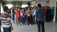 71 TKI di pulangkan dari Malaysia karena masuki secara ilegal (Raden AMP/Liputan6.com)