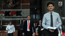 Wakil Ketua KPK, Laode Muhammad Syarif usai melakukan pertemuan dengan para petinggi anti korupsi dari Negara Afghanistan di Gedung KPK, Jakarta (11/3). Pertemuan membahas penanganan tidak pidana korupsi dan pencegahan. (merdeka.com/dwi narwoko)