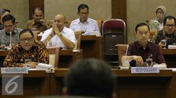 Menteri Koperasi dan UKM AAN Puspayoga bersama Menteri Perdagangan Thomas Lembong saat mengikuti raker dengan Komisi VI DPR, Jakarta, Kamis (4/2). Raker ditundah karena raker dengan Komisi VI DPR, Jakarta, Kamis (4/2). (Liputan6.com/Angga Yuniar)