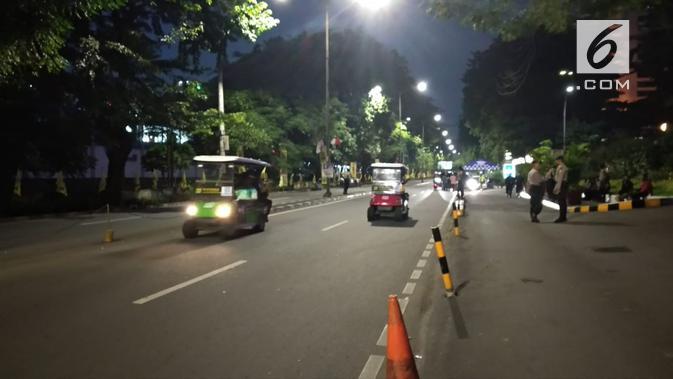 Lalu lintas di sekitar Lokasi Debat keempat Pilpres 2019, Hotel Shangri-La ditutup untuk kendaraan umum. (Liputan6.com/Nafiysul Qodar)