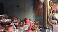 Yang tersisa dari usaha gerabah di kampung Arab Cirebon hanyalah dua toko penjual gerabah dan nama jalan. (Liputan6.com/Panji Prayitno)