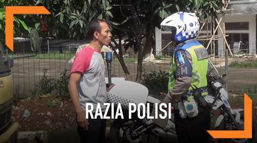Akibat takut ditilang, seorang pengendara truk mencoba kabur dari kejaran polisi yang melakukan Operasi Keselamatan Lodaya.