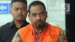 Kepala Satuan Kerja SPAM Darurat, Teuku Moch Nazar tiba untuk pemeriksaan di Gedung KPK, Selasa (8/1). Teuku Moch Nazar diperiksa dalam kasus suap proyek-proyek pembangunan Sistem Penyediaan Air Minum (SPAM) di Kementerian PUPR. (Merdeka.com/Dwi Narwoko)