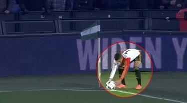 Angin buat kekacauan pada laga Feyenoord Rotterdam Vs Roda JC di Eredivisie.