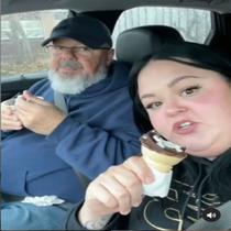 Celina & Ayahnya Beri Pidato Memotivasi (Screenshot of Instagram/@celinaspookyboo)