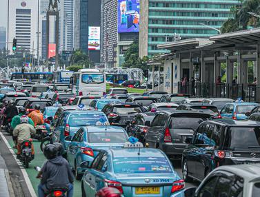 FOTO: Kemacetan Jalanan Ibu Kota Jelang Buka Puasa