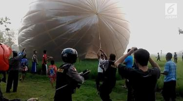 Polisi gelar razia balon udara di Ponorogo, Jawa Timur. Hasilnya puluhan balon udara disita.