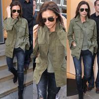 Victoria Beckham bisa tampil elegan dan stylish meski hanya menggunakan jeans. (Foto: instagram.com/victoriabeckhamstyles)