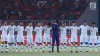 Pemain Timnas Indonesia U-19 jelang melawan Qatar U-19 pada penyisihan Grup A Piala AFC U-19 2018 di Stadion GBK, Jakarta, Minggu (21/10). Indonesia kalah 5-6. (Liputan6.com/Helmi Fithriansyah)