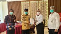 Gubernur Kalimantan Selatan Sahbirin Noor bersama Staf Khusus Menkes Mariya Mubarika. (Istimewa)
