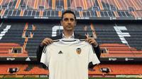 Gary Neville saat diperkenalkan sebagai pelatih anyar Valencia, di Mestalla Stadium, Kamis (3/12/2015). (Valencia)