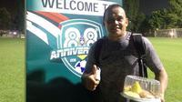 Legenda Timnas Indonesia Garuda 1, Aji Ridwan Mas, ikut meramaikan perayaan hari jadi PSSI yang ke-88 di Lapangan A Senayan, Rabu (18/4/2018) malam hingga Kamis (19/4/2018) dini hari. (Bola.com/Benediktus Gerendo Pradigdo)