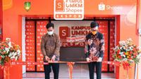 Direktur Shopee Indonesia, Handhika Jahja bersama Wali Kota Surakarta, Gibran Rakabuming meresmikan Kampus UMKM Shopee Ekspor.