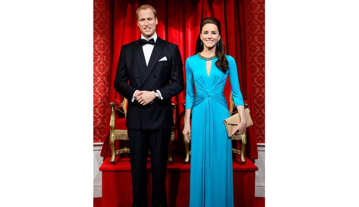 Setelah dua tahun, patung lilin Pangeran Williams dan Kate Middleton diberi tampilan baru, London, Rabu (2/7/14). (AFP PHOTO/Leon Neal)