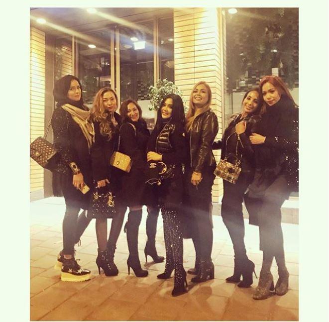 Syahrini berkumpul dengan teman-temannya di Belanda (Foto: Instagram)