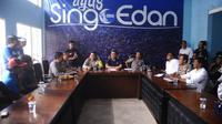 Pihak Arema FC berkoordinasi dengan kepolisian terkait rencana konvoi trofi Piala Presiden 2017 ke daerah Sumbermanjing Wetan, Kabupaten Malang, Minggu (19/3/2017) lusa. (Rana Adwa)