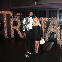 Khloe Kardashian tak hanya sibuk dengan acara baby shower pada Sabtu (10/3) lalu. Ia pun merayakan ulang tahun kekasihnya, Tristan Thompson. (Jerritt Clark/E! News)