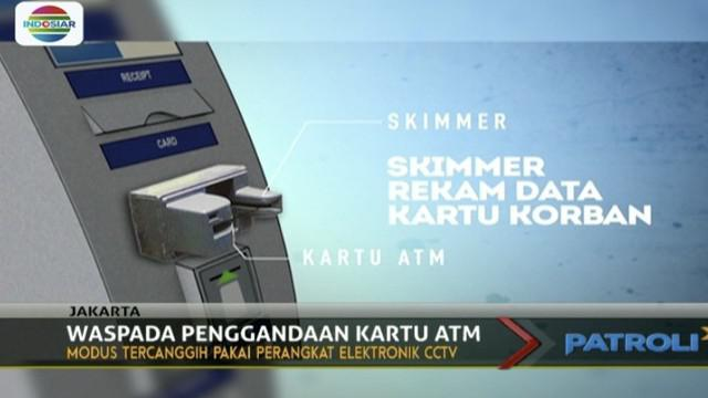Kasus penggandaan kartu ATM kembali ramai diperbincangkan, setelah kepolisian berhasil membongkar komplotan penguras dana nasabah.