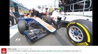 Rio Haryanto tabrakan dengan Romain Grosjean. (Bola.com/Twitter/F1))