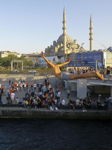 Turki Alami Lonjakan Kasus Harian COVID-19