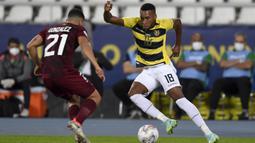 Ayrton Preciado menjadi pemain yang mencuri perhatian pada Copa America 2021 saat ini. Walaupun Ekuador hanya dapat mengoleksi dua poin dari  tiga pertandingan, namun Prediciado telah tampil apik dengan mengoleksi dua gol untuk Timnasnya. (Foto: AFP/Pool/Mauro Pimentel)