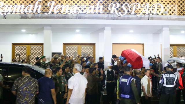 Diselimuti Bendera Merah Putih Jenazah BJ Habibie Dibawa ke Patra Kuningan