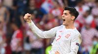 Pemain depan Spanyol Alvaro Morata merayakan gol keempat timnya pada pertandingan 16 besar Euro 2020 di Stadion Parken, Kopenhagen, Senin (28/6/2021) malam WIB. (Jonathan NACKSTRAND / POOL / AFP)