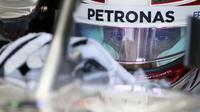 Pengemudi Mercedes Lewis Hamilton pada sesi latihan bebas GP Australia, seri pembuka Formula 1 2018 di Albert Park, Sabtu (24/3/2018). (AP Photo/Rick Rycroft)